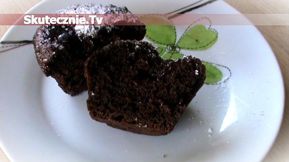 Muffiny czekoladowe z dżemem truskawkowym