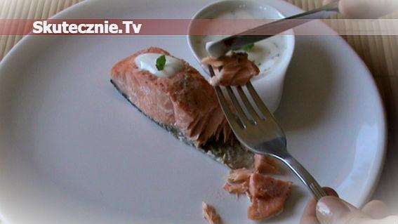 Delikatny łosoś w sosie jogurtowo-miętowym