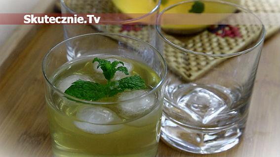 Orzeźwiający napój miętowy z limonką i imbirem