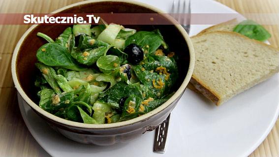 Zielona sałatka z ostrym cheddarem