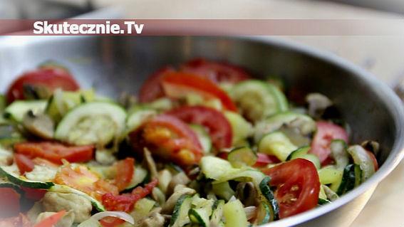 Cukinia z warzywami z patelni