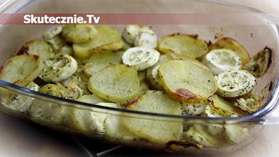 Pieczone ziemniaki z cukinią i cebulą