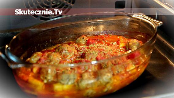 Ziemniaki z klopsikami zapiekane w pomidorach