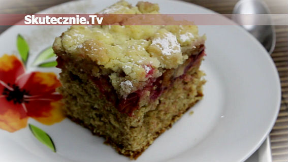 Ciasto cynamonowe ze śliwką i kruszonką