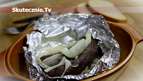 Pieczona kaszanka z kiszoną kapustą