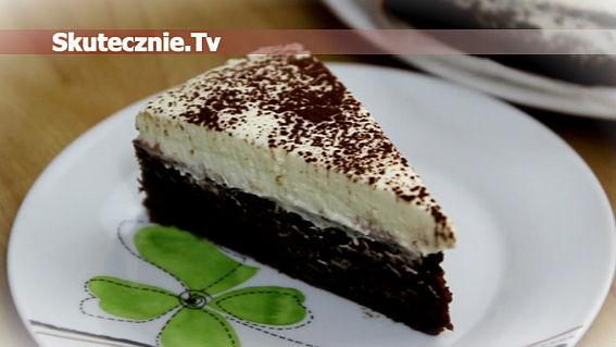 Wilgotny torcik czekoladowy z bitą śmietaną