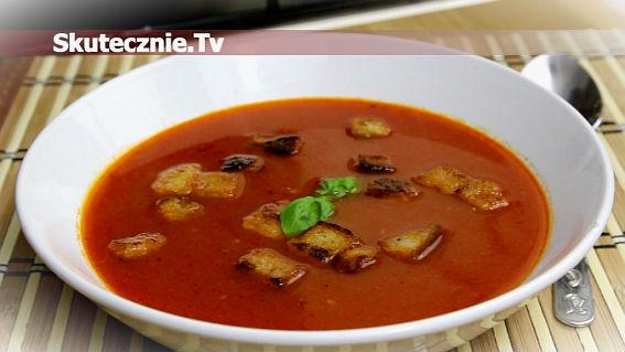 Rozgrzewająca zupa pomidorowa z chili i bazylią