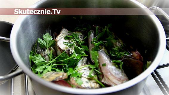Wywar rybny na winie -do zup, chowderów, galaret