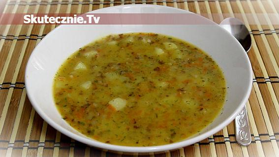 Przepyszny krupnik z kaszą gryczaną i ziemniakami