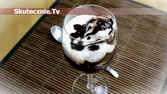 Czekoladowy deser lodowy z lekką waniliową pianką