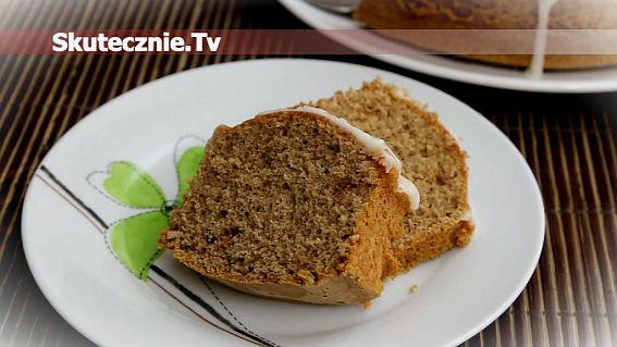 Puszyste ciasto cynamonowe z waniliowym lukrem