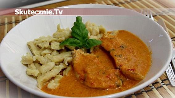 Indyk w pomidorach z mascarpone, chilli i bazylią