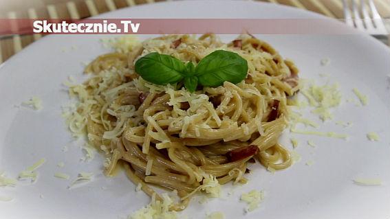 Spaghetti carbonara -wersja klasyczna i z jogurtem