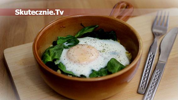 Zapiekane jajka z ziemniakami i szpinakiem