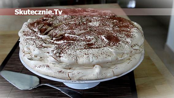 Dacquoise vel dakłas vel tort bezowy z mascarpone, daktylami i orzechami