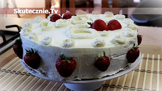 Letni tort z truskawkami