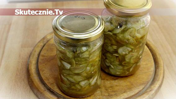 Pikantna sałatka z ogórków z chilli i czosnkiem