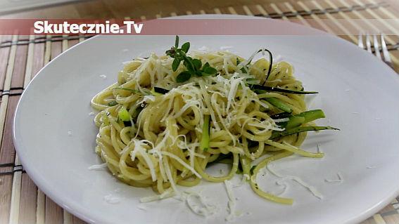 Spaghetti z cukinią i parmezanem