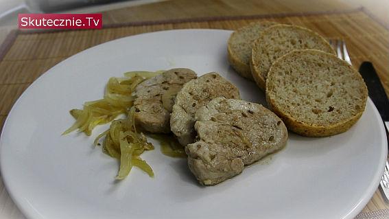 Duszone polędwiczki wieprzowe w cebuli i kminku