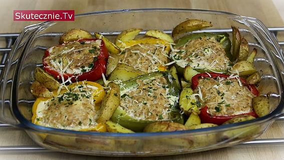 Faszerowane papryki pieczone z ziemniakami