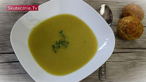 Zupa z cukinii z czosnkiem i ziołami