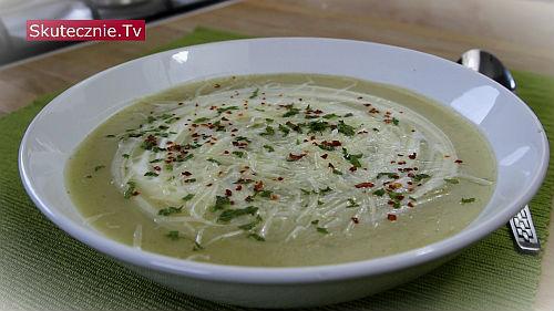 Ziemniaczana zupa krem z kalafiorem, parmezanem i chilli
