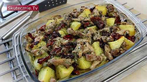 Pieczone udka na kapuście z ziemniakami i suszonymi pomidorami
