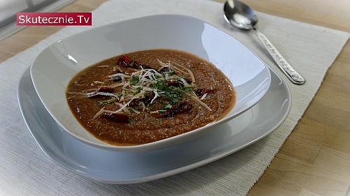 Pomidorowa zupa z czerwoną soczewicą i warzywami