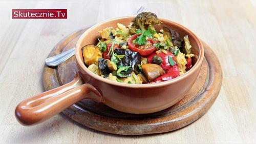Prosta paella z ryżem i warzywami