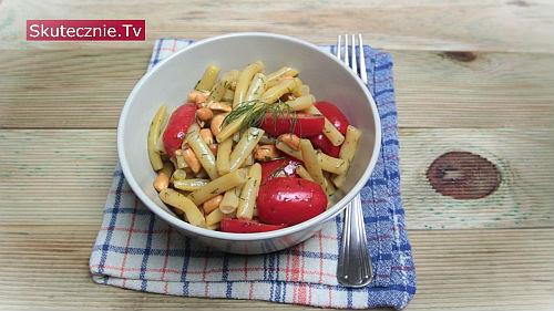 Sałatka z fasolką szparagową i orzechami