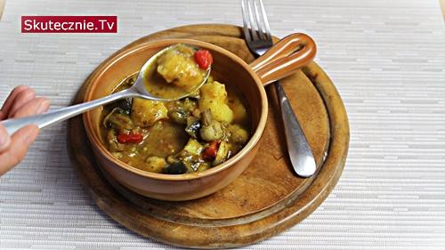 Gulasz ziemniaczany z bakłażanem, pieczarkami i papryką