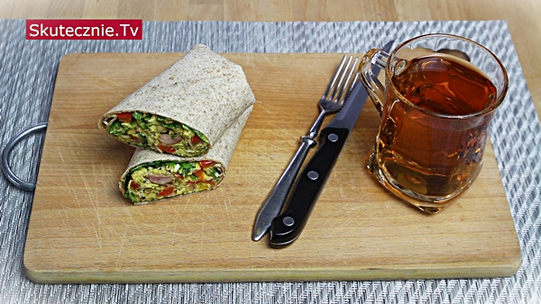 Szybkie śniadanie. Burrito z jajecznicą i warzywami