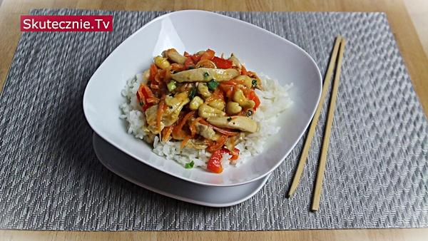 Kurczak z orzechami (stir-fry w stylu azjatyckim)