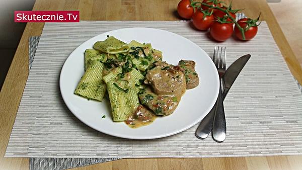 Obiad na weekend (odc.8) Polędwiczki z suszonymi pomidorami w sosie jogurtowym