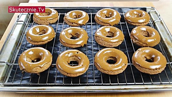 Cynamonowe donuty z kawowym lukrem (z piekarnika)