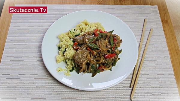 Delikatna kaczka z papryką i grzybami (stir-fry)