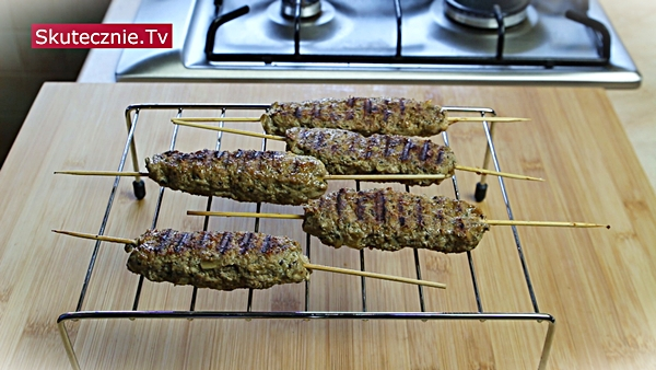 Leniwe szaszłyki z sałatką paprykową Tri colore