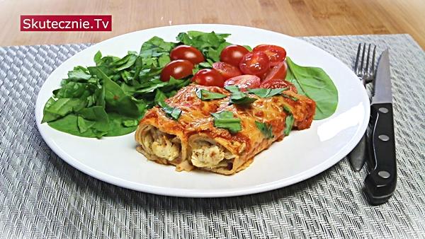 Zapiekane naleśniki z kurczakiem w pomidorach