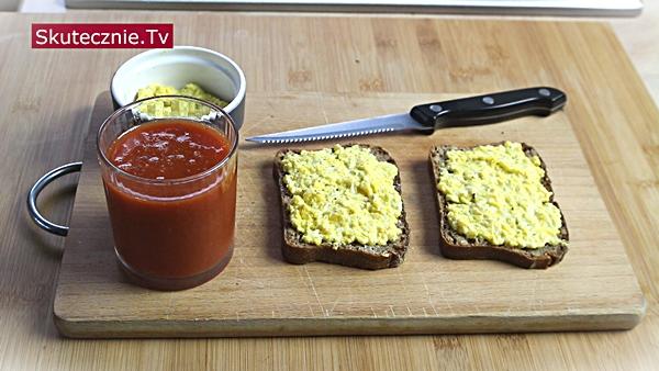 Błyskawiczna pasta jajeczna. 3 szybkie śniadania na ciepło