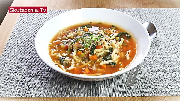 Włoska zupa pomidorowa z marchewką i drobnym makaronem