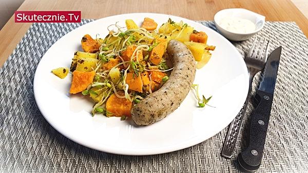 Biała kiełbasa z batatem, ziemniakami i cebulką z majerankiem