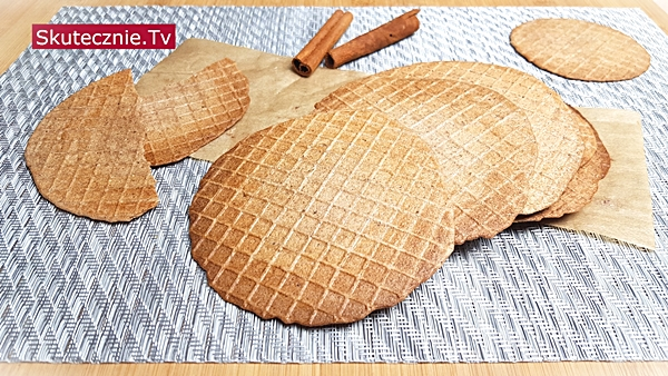 Cieniutkie wafle korzenne z czekoladą