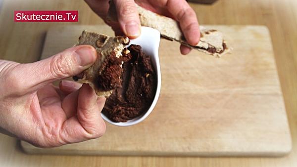 Czekoladowa pasta z ciecierzycy i orzechów (+ kilka pysznych zastosowań)