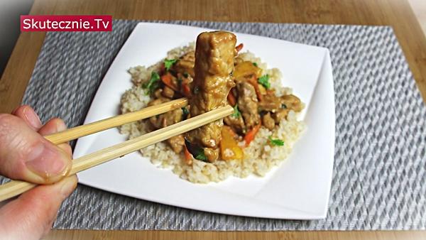 Schab po chińsku z papryką w sosie orzechowym