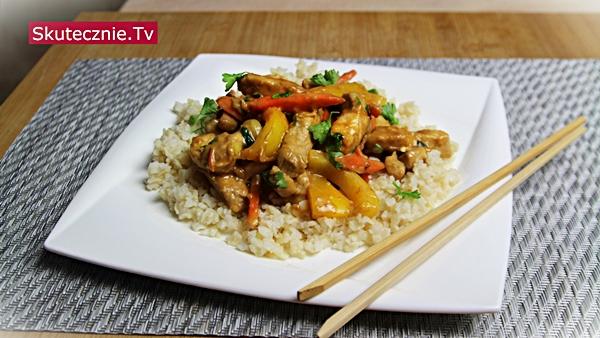 Schab po chińsku z papryką w sosie orzechowym | Stir-fry w stylu azjatyckim
