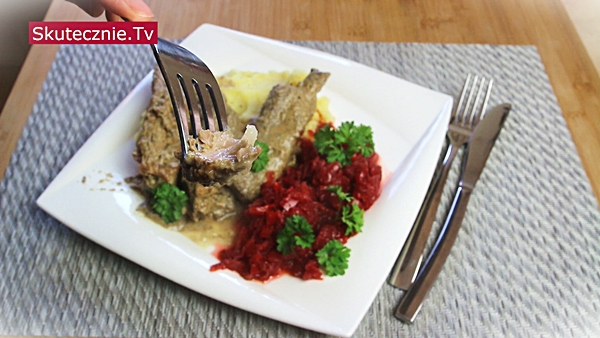 Duszone żeberka z pieczarkami i cebulą