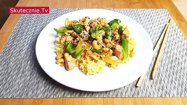 Chińszczyzna. Obłędnie pyszny kurczak z papryką i nerkowcami (stir-fry)