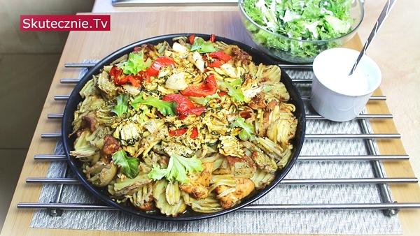 Patelnia mięsno-warzywna. Udka z ziemniakami w stylu tureckim