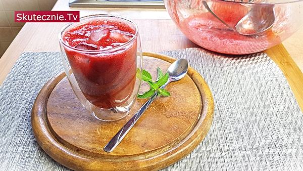 Koktajl truskawkowy z winem na 3 sposoby