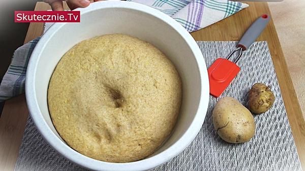 Uniwersalne ciasto ziemniaczane (pączki, rogale, bułki, drożdżówki)